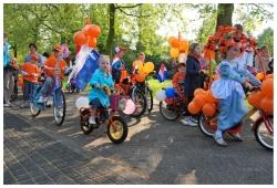 Nederland viert koninginnedag 30 april doe jij ook mee - Hoe een lange smalle gang te versieren ...